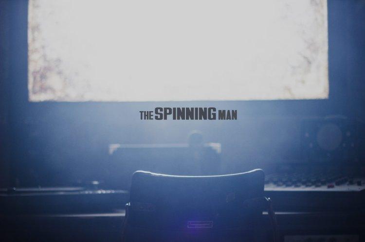Смотреть трейлер The Spinning Man (2016)